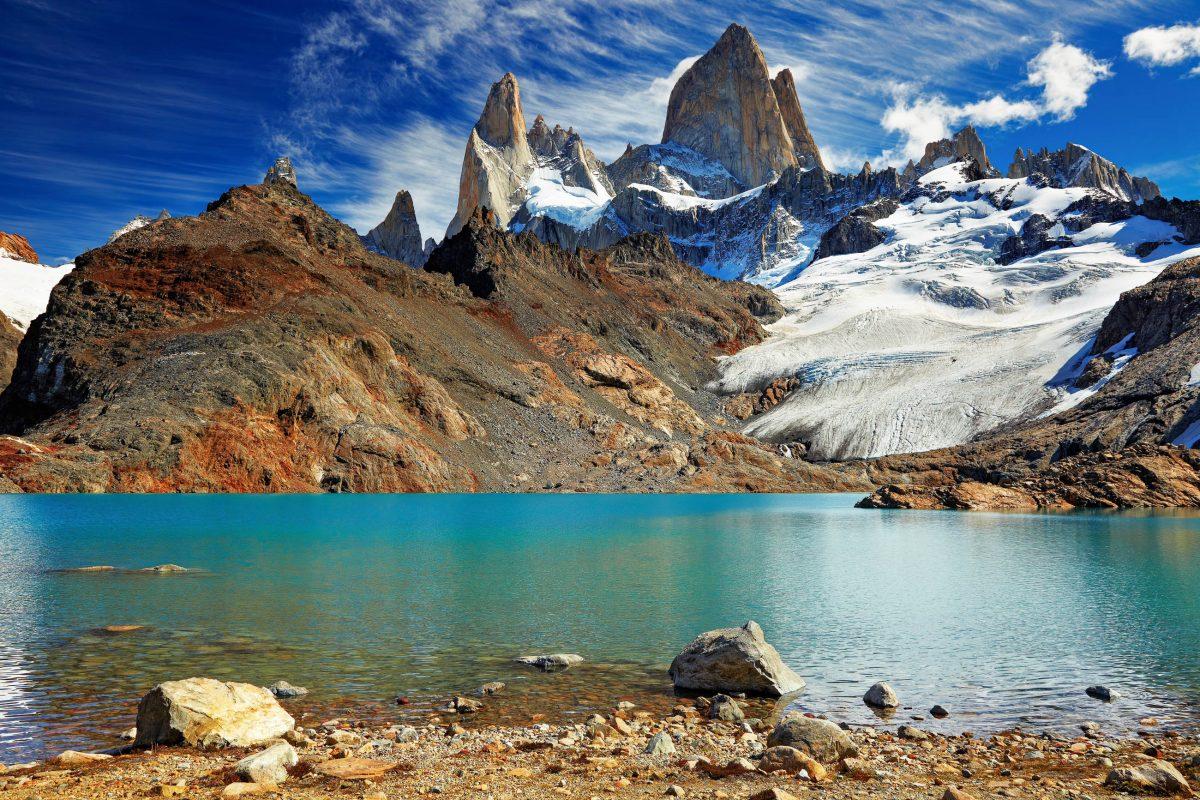 Die Laguna de Los Tres vor dem spektakulären Mount Fitz Roy im Los Glaciares Nationalpark in Argentinien - © Pichugin Dmitry / Shutterstock