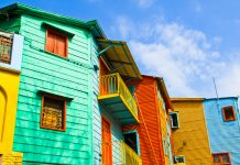 Die typisch bunten Häuserfassaden in La Boca, Buenos Aires, Argentinien - © elxeneize / Fotolia
