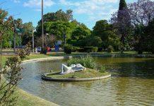 Der Parque de la Independencia nahe des Stadtzentrums von Rosario ist Zufluchtsort im Grünen und interessantes Tagesausflugsziel in einem, Argentinien - © Mrexcel / PD