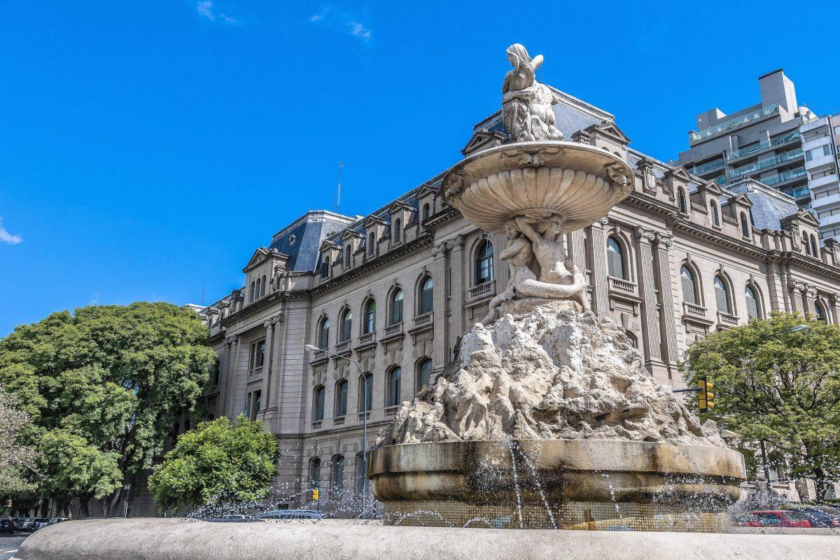 Die Altstadt von Rosario versetzt Argentinien-Reisende mit Art-Nouveau-Architektur in die Zeit der Jahrhundertwende - © Anibal Trejo / Shutterstock