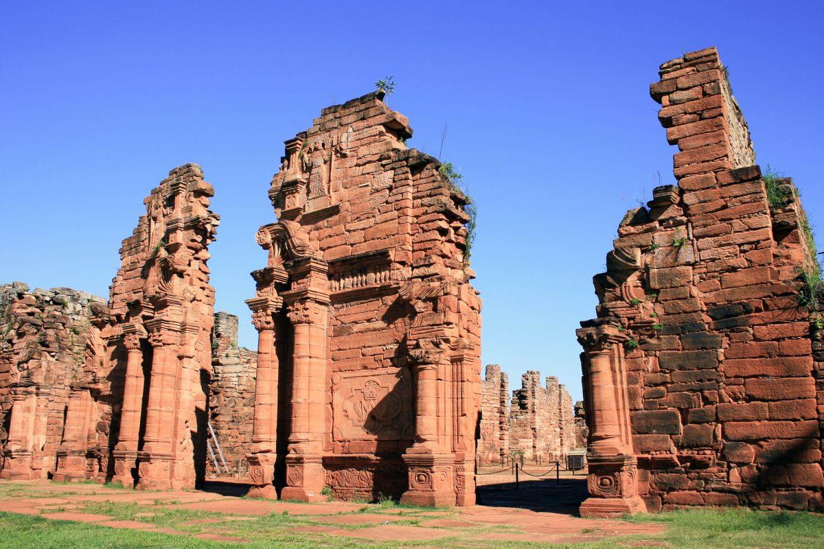 Ruinen der Missionarsstation San Ignacio Míní aus der Zeit der spanischen Kolonialherrschaft, Argentinien - © diegorayaces / Shutterstock