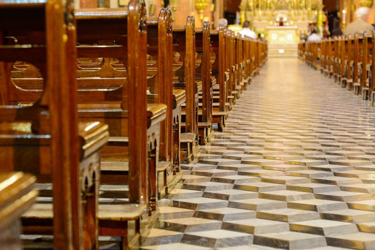 Der Boden der San Francisco Basilika in Salta, Argentinien, simuliert eine Treppe hin zum Altarraum - © Nicotombo / Shutterstock