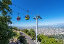 Der Cerro San Bernardo im Osten von Salta ist gemeinsam mit dem zu seinem Fuß liegenden Park San Martin ein beliebtes Naherholungsgebiet, Argentinien - © Anibal Trejo / Shutterstock