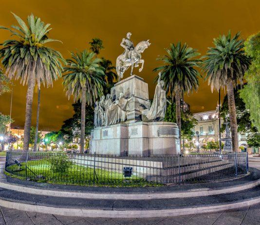 Der Plaza 9 de Julio im Herzen von Salta leistet mit seinen pompösen Bauten einen eindrucksvollen architektonischen Beitrag in einer der schönsten Städte Argentiniens - © / Shutterstock