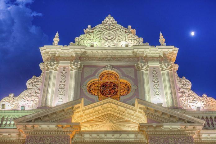 Ihr reicher Fassadenschmuck hat der Kathedrale von Salta einen Platz auf der Liste der nationalen historischen Denkmäler von Argentinien gesichert - © Anibal Trejo / Shutterstock
