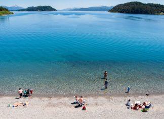 Als touristisches Zentrum des Nahuel Huapi Nationalparks gehört San Carlos de Bariloche zu den beliebtesten Urlaubszielen Argentiniens - © Mizzick / Shutterstock