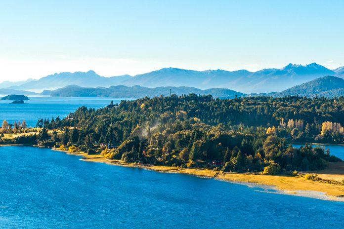 Der 1934 gegründete Nahuel Huapi Nationalpark in Argentinien an der Grenze zu Chile gehört zu den ältesten Nationalparks von Argentinien  - © Ksenia Ragozina / Shutterstock