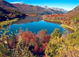 Zu Füßen des Cerro Catedral liegt mit dem malerischen Lago Gutiérrez ein weiteres Ziel im Nahuel Huapi Nationalpark, Argentinien - © Ksenia Ragozina / Shutterstock