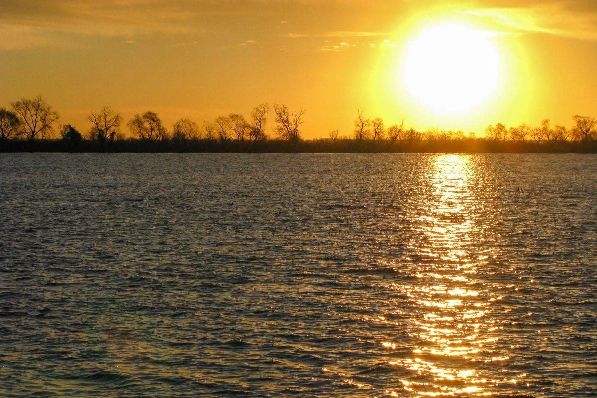 Vor allem in den Sommermonaten lädt der Rio Paraná im Norden von Rosario zum Baden, Flanieren und Relaxen ein, Argentinien - © Pablo Borca / Shutterstock