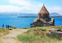 Das Sevanavank-Kloster aus dem 9. Jahrhundert am Sevan-See, Armenien - © RUZANNA ARUTYUNYAN / Fotolia