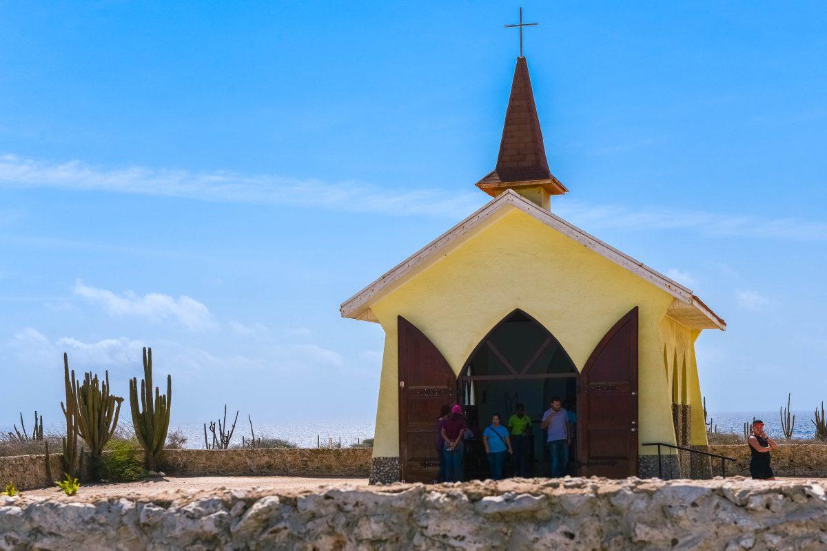 Die schmucke Alto Vista Kapelle soll die erste christliche Kirche Arubas gewesen sein und wurde einst von venezolanischen Missionaren betreut - © James Camel / franks-travelbox