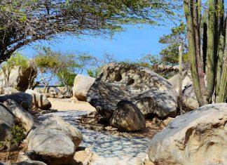 Geolgen zufolge entstanden die spektakulären Casibari Rocks im Lauf von Jahrmillionen durch die Eruption von tieferliegenden Erdschichten der Insel, Aruba - © James Camel / franks-travelbox