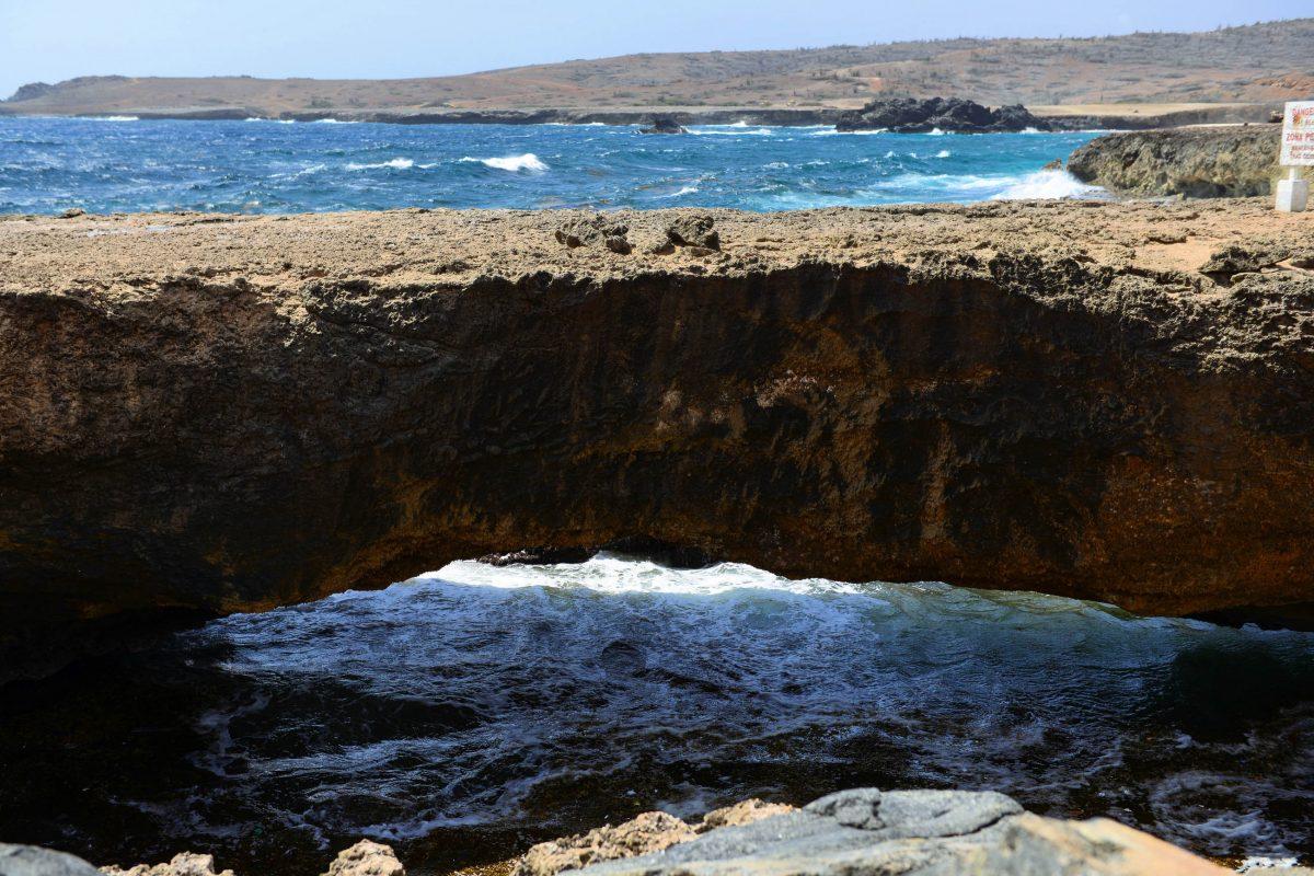 """Neben der """"echten"""" Natural Bridge ist heute noch eine kleinere, weniger spektakuläre Felsbrücke zu sehen, Aruba - © James Camel / franks-travelbox"""
