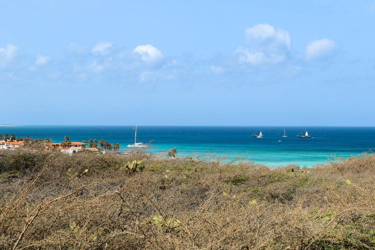 Von innen kann der California-Leuchtturm leider nicht mehr besichtigt werden, doch auch die Aussicht von seinem Fuß aus über die Küste Arubas ist fantastisch! - © James Camel / franks-travelbox