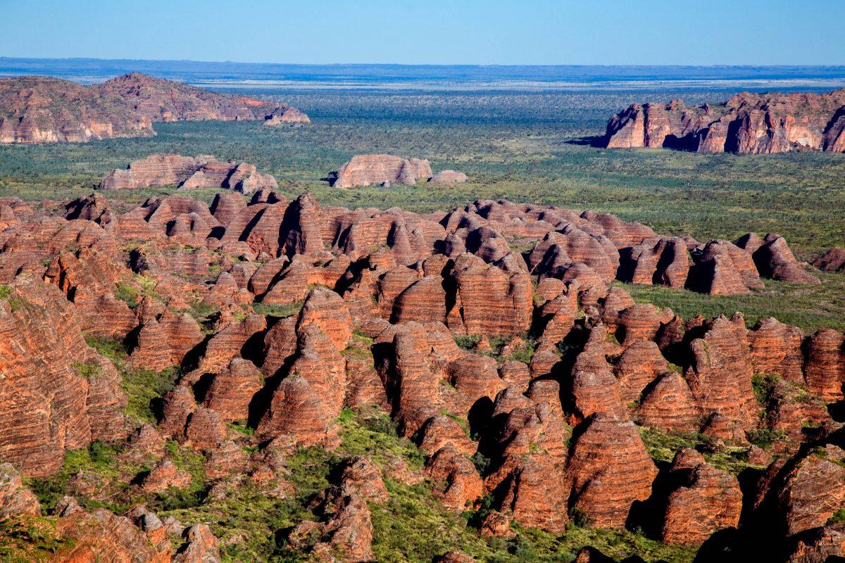 Bekannt wurde der Purnululu Nationalpark vor allem durch seine Kette an riesigen bienenstockartigen Sandsteinformationen, den Bungle Bungle, Australien  - © Anton Harder / Fotolia