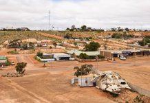 Panoramablick auf den Ort Coober Pedy im Outback Australiens, der auch Opal-Hauptstadt der Welt genannt wird - © marcos81 / Fotolia