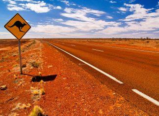 Die wenigsten Straßen im australischen Outback sind gepflastert, für die meisten ist ein Geländewagen mit Allradantrieb notwendig - © Totajla / Shutterstock