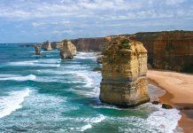 Die Zwölf Apostel sind mittlerweile nur noch 8 riesenhafte Kalksteinsäulen im Bundesstaat Victoria und nach dem Uluru sind sie die meist fotografierte Touristenattraktion Australiens - © ezk / franks-travelbox