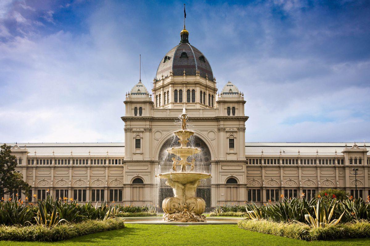 Das prachtvolle Royal Exhibition Building in den Carlton Gardens ist Teil des Melbourne Museums, Australien - © Jason Benz Bennee / Shutterstock