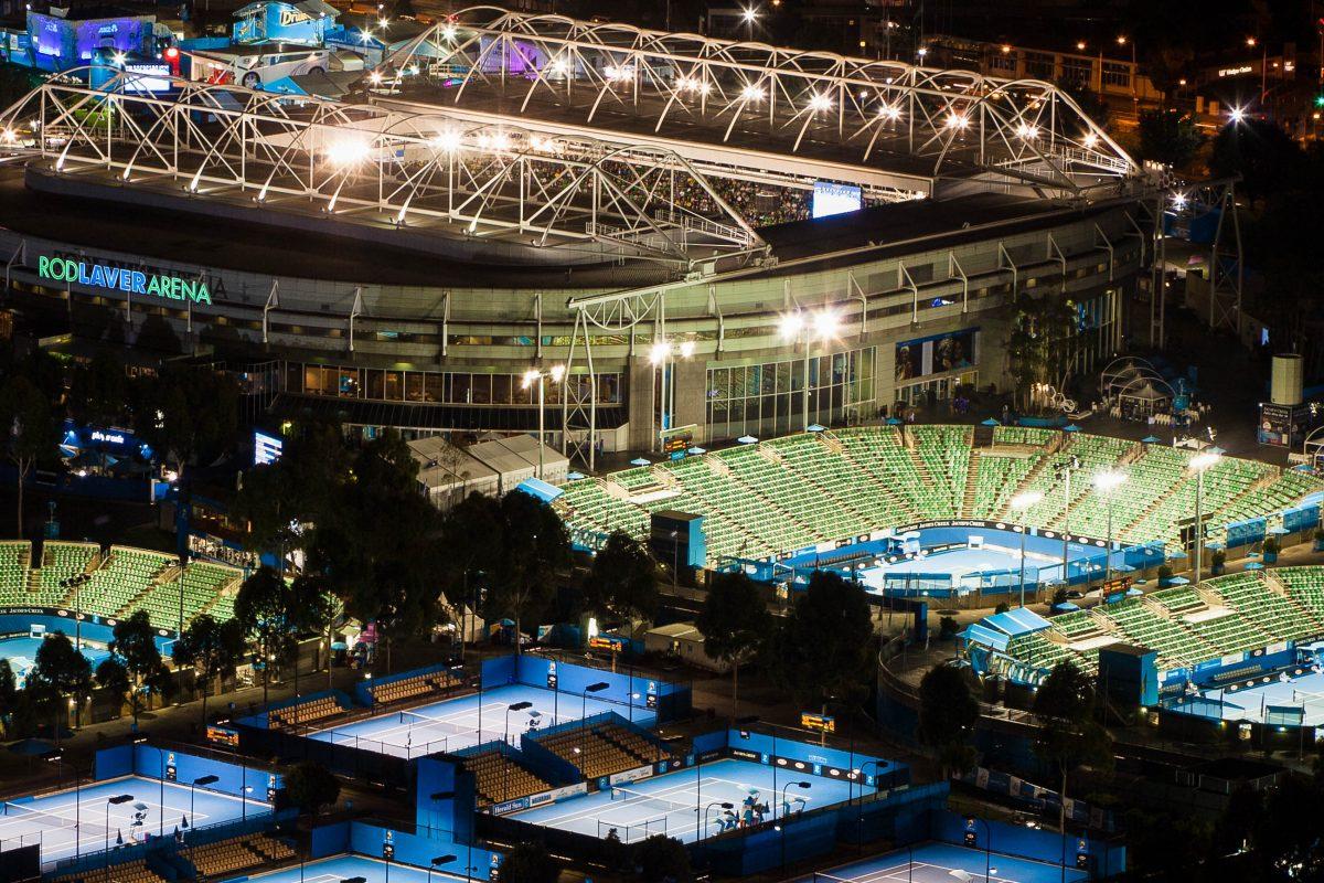 Der gewaltige Komplex Melbourne Park wurde eigens für die Australian Open konzipiert und stellt insgesamt 24 Hartplätze zur Verfügung, Melbourne - © Gordon Bell / Shutterstock