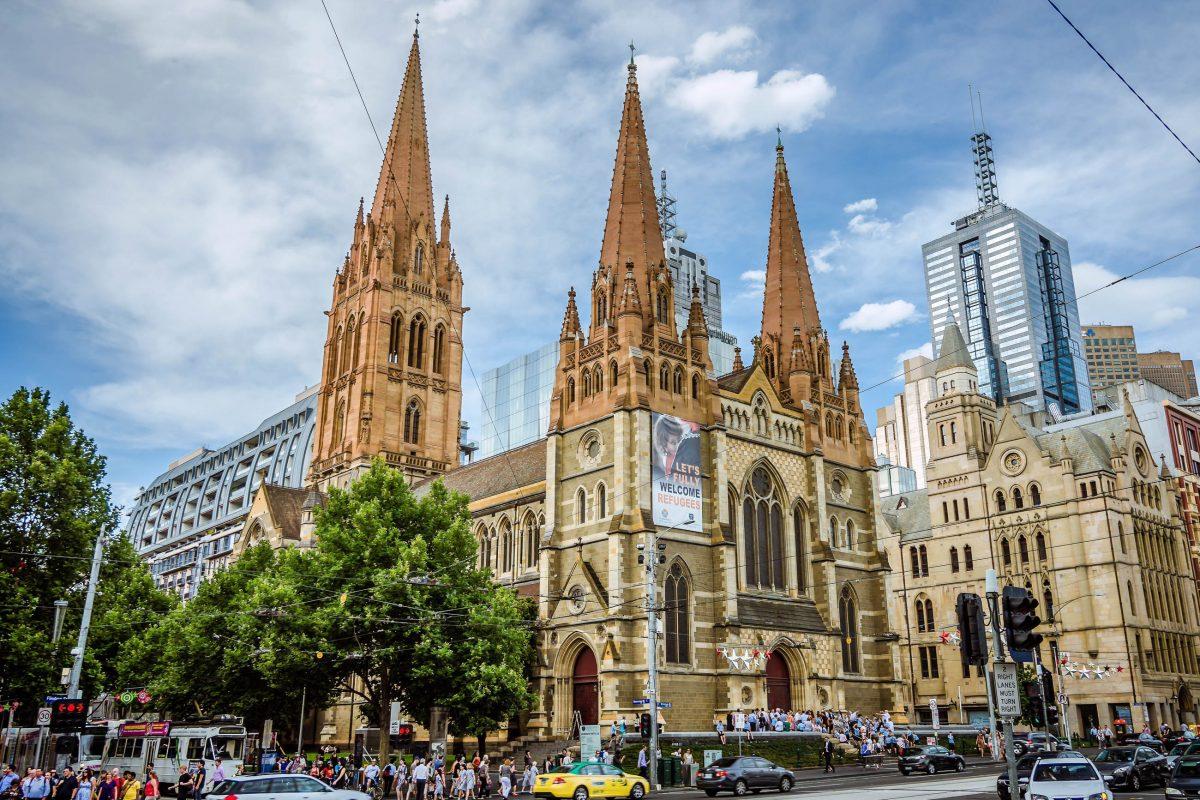 Die anglikanische St. Paul's Cathedral in Melbourne, Australien, wurde von William Butterfield errichtet und am 22. Jänner 1891 eingeweiht - © Korkusung / Shutterstock