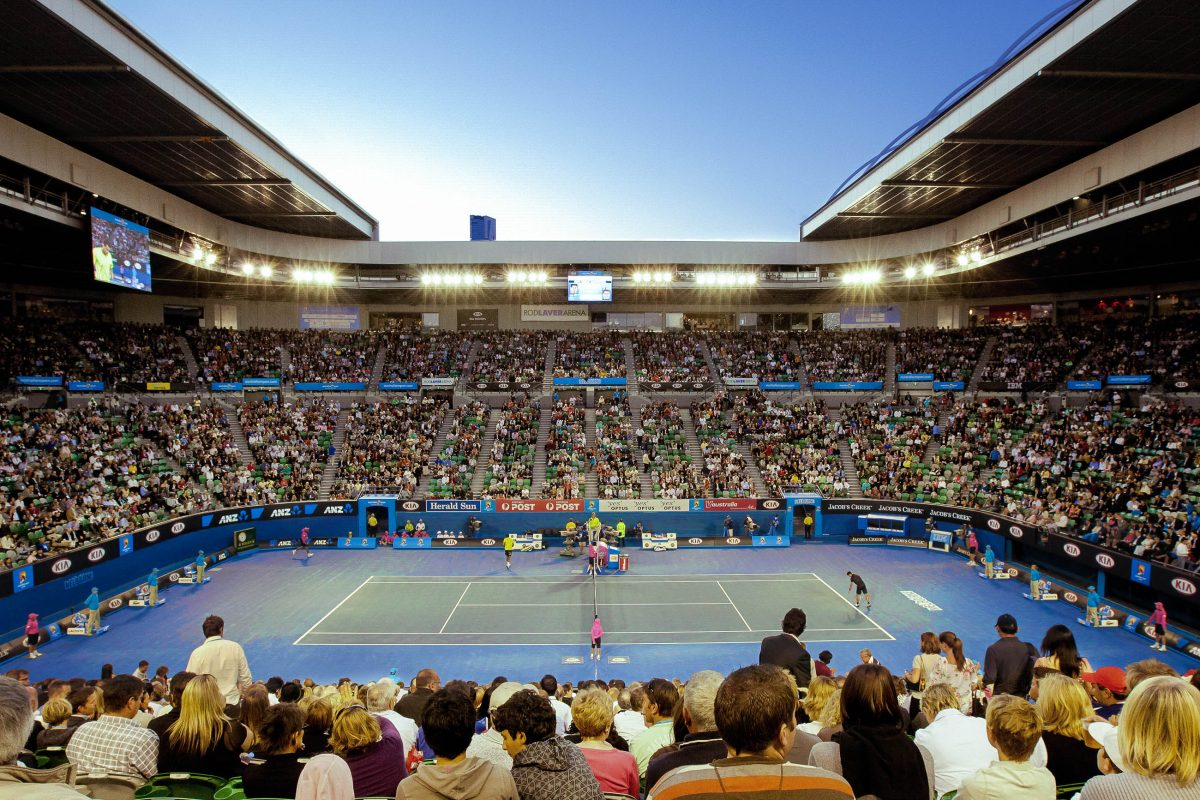 Die Rod Laver Arena ist mit 14.820 das größte Stadion im Melbourne Park und verfügt auch über ein Schiebedach, das bei Hitze oder Regen geschlossen werden kann, Australien - © Neale Cousland / Shutterstock