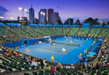 "Eine ""Late night"" Tennis-Session in der Margaret Court Arena bei den Australian Open, Melbourne, Australien - © FlashStudio / Shutterstock"