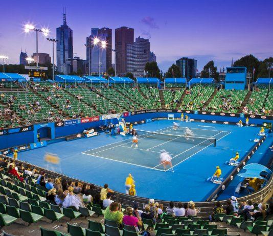"""Eine """"Late night"""" Tennis-Session in der Margaret Court Arena bei den Australian Open, Melbourne, Australien - © FlashStudio / Shutterstock"""