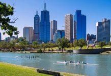 Melbourne war eine der wenigen Städte Australiens, die von Anfang an als Wohnsiedlung mit Parks und breiten Straßen geplant wurde - © Production Perig / Shutterstock