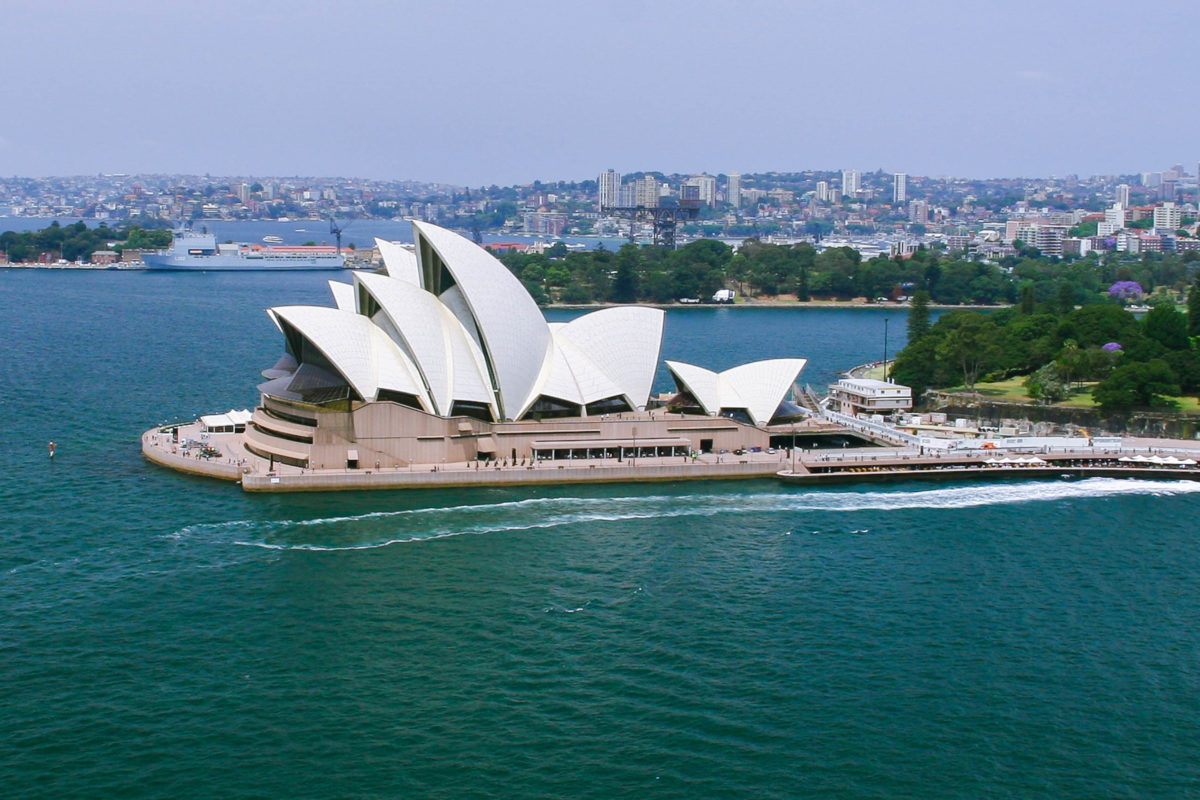 Das Opernhaus von Sydney ist das Wahrzeichen der Stadt und eines der Wahrzeichen Australiens; .es zieht jährlich an die 4 Millionen Besucher an, Australien - © ezk / franks-travelbox