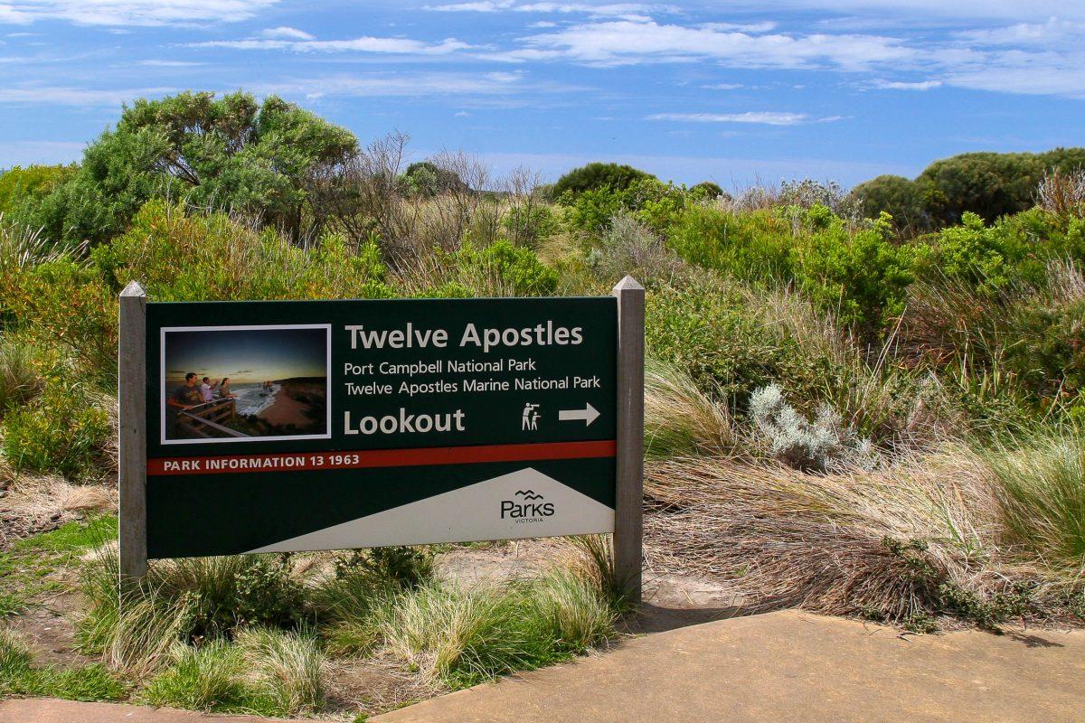 """Wegweiser zu den """"Zwölf Aposteln"""", Victoria, Australien - © ezk / franks-travelbox"""