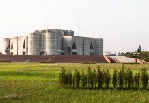 Das Parlamentsgebäude in Dhakar in äußerst futuristischem Design ist eines der größten Parlamentsgebäude der Welt, Bangladesch - © Orhan Cam / Shutterstock