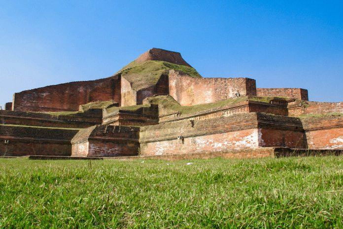 Die buddhistische Kloster Somapura im Norden von Bangladesch ist eine der bekanntesten archäologischen Stätten des Landes - © mname / Fotolia
