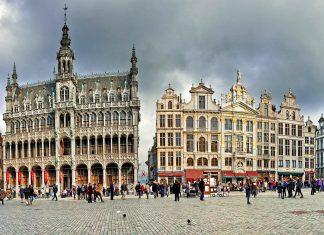 Der Grand Place in Brüssel zählt mit seinen prachtvollen barocken Fassadenfronten zu den schönsten Plätzen Europas, Belgien - © Botond Horvath / Shutterstock