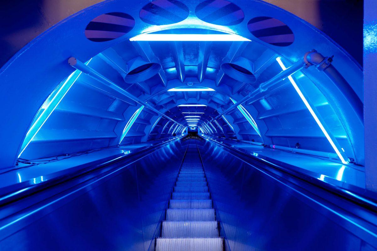 Einige der Rolltreppen im Atomium von Brüssel sind bis zu 35m lang und zählen zu den längsten Europas, Belgien - © www.atomium.be / SABAM