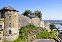 Die Zitadelle von Namur ist eine der größten Festungsanlagen Europas und bietet einen überwältigenden Rundblick über die Gegend von Namur, Belgien - © hal_pand_108 / Fotolia