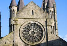 Erbaut wurde die Kathedrale Nôtre Dame in Belgien Anfang des 12. Jahrhunderts  - © Mickaël Plichard / Fotolia