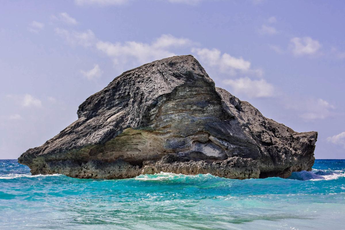 Ein gewaltiger Felsen in der Horseshoe Bay, Bermuda - © Stephen Bonk / Fotolia