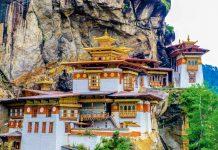 """Taktshang, das meistfotografierte Kloster Bhutans, bedeutet übersetzt """"Tigernest"""" - © MC_Noppadol / Shutterstock"""