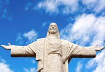 Die Spannweite der exakt nach Süden und Norden ausgebreiteten Arme des Cristo de la Concordia in Cochabamba, Bolivien, misst knapp 33 Meter - © Jess Kraft / Shutterstock