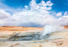 Das Geysir Feld Sol de Manana in der atemberaubenden Wüstenlandschaft Boliviens - © Dmitry Burlakov / Shutterstock