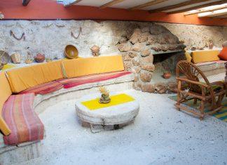 Das Hotel Palacio de Sal in Bolivien liegt mitten auf dem Salzsee Salar de Uyuni und ist zur Gänze aus Salz gebaut - © flog / franks-travelbox.com