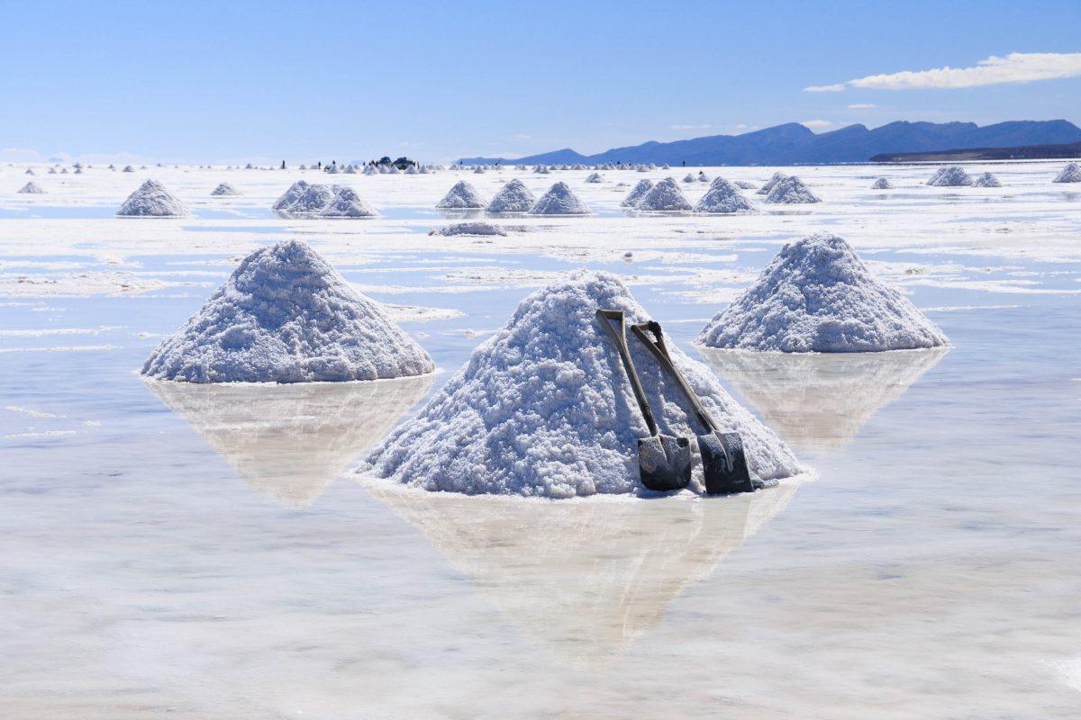 Der Salzsee Salar de Uyuni enthält eine geschätzte Salzmenge von unglaublichen zehn Milliarden Tonnen, Bolivien - © KaYann / Fotolia