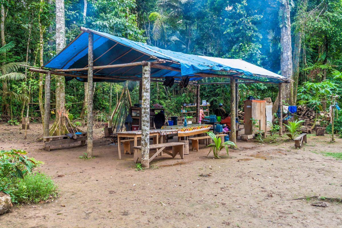 Die Camps im Nationalpark Madidi sind sehr einfach gehalten, verfügen aber zumeist über Küche und Waschräume, Bolivien - © Matyas Rehak / Shutterstock