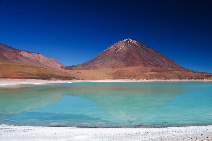 Die Laguna Verde mit dem Vulkan Lincancabur, Bolivien - © Marcel Hurni / Fotolia