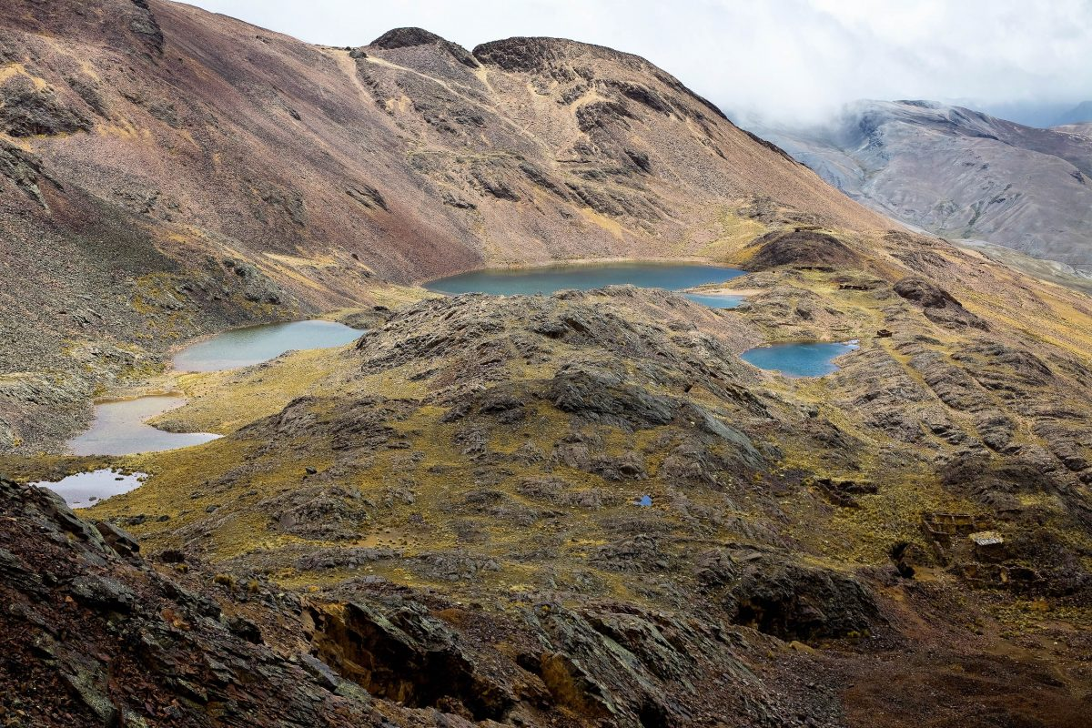 Die letzten 200 Höhenmeter des 5.400 Meter hohen Chacaltaya in Bolivien sind zu Fuß zu bewältigen, der Rest kann mit PKW oder Bus zurückgelegt werden - © Daniel Wiedemann / Shutterstock