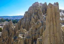 Die bizarren Felsformationen im Mondtal bei La Paz, Bolivien, wurden im Lauf der Jahrmillionen durch Regen und Wind geformt - © flog / franks-travelbox