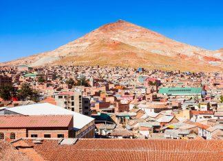 Der 4.824m hohe Cerro de Potosí ist dank seiner reichen Silbervorkommen bis heute wie ein Schweizer Käse von Stollen durchlöchert, Bolivien - © saiko3p / Shutterstock