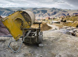 Die Arbeit im Cerro Rico in Potosí birgt immer noch überdurchschnittlich viele Gefahren, Sicherheitsvorkehrungen gibt es kaum, Bolivien - © dani3315 / Shutterstock