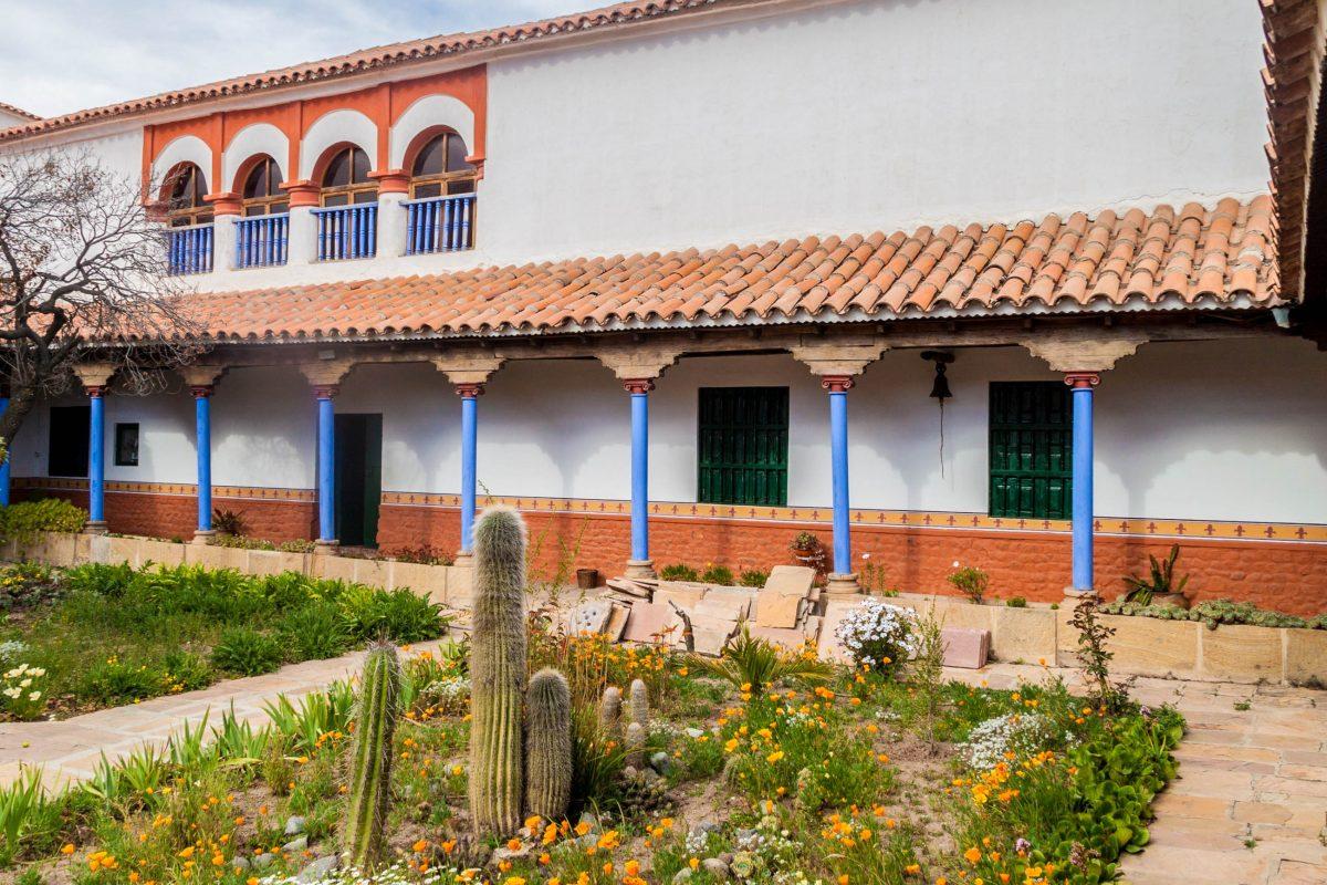 Die auserwählten Karmeliter-Nonnen verbrachten ihr gesamtes Leben im Kloster Santa Teresa von Potosí und wurden auch hier bestattet, Bolivien - © Matyas Rehak / Shutterstock